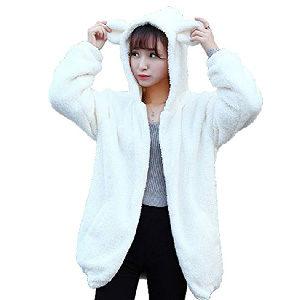 abrigo con orejas de oveja o corderito en al capucha